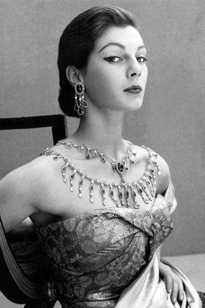 Vogue-Dec-1951-p59-Henry-Clarke_426x639