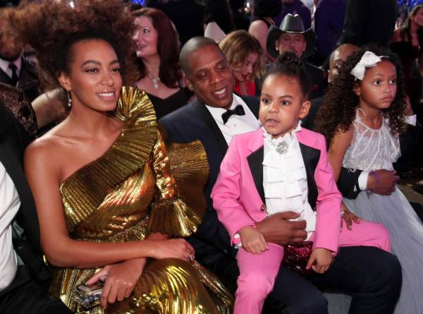 rs_1024x759-170212192947-1024.Solange-Knowles-Jay-Z-Blue-Ivy-Carter-Grammy-Candids.ms.021217