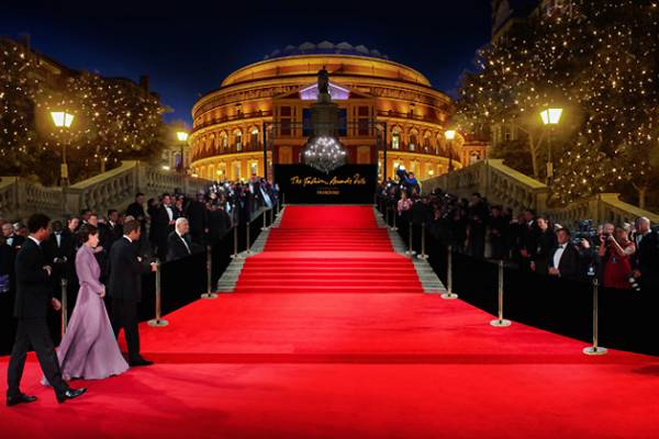 British-Fashion-Awards-2016-Red-Carpet-Unique-Style-Platform